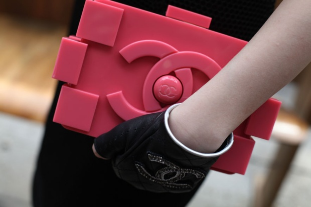 street_looks____la_fashion_week_haute_couture_de_paris__jour_2_sac_chanel_947654819_north_883x.1