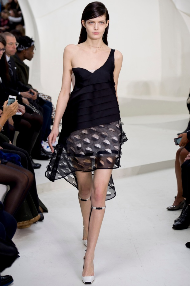 christian-dior-spring-2014-couture-02_115139503215